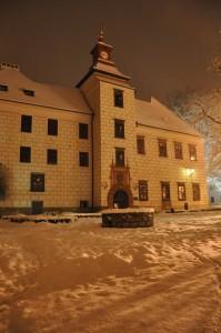 Zima 2010 - průčelí s věží