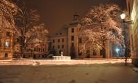 Zima 2010 - velké nádvoří s věží