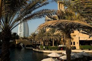 Spojené arabské emiráty, Dubaj. Jeden ze symbolů moderní Dubaje - hotel Burj Al Arab.