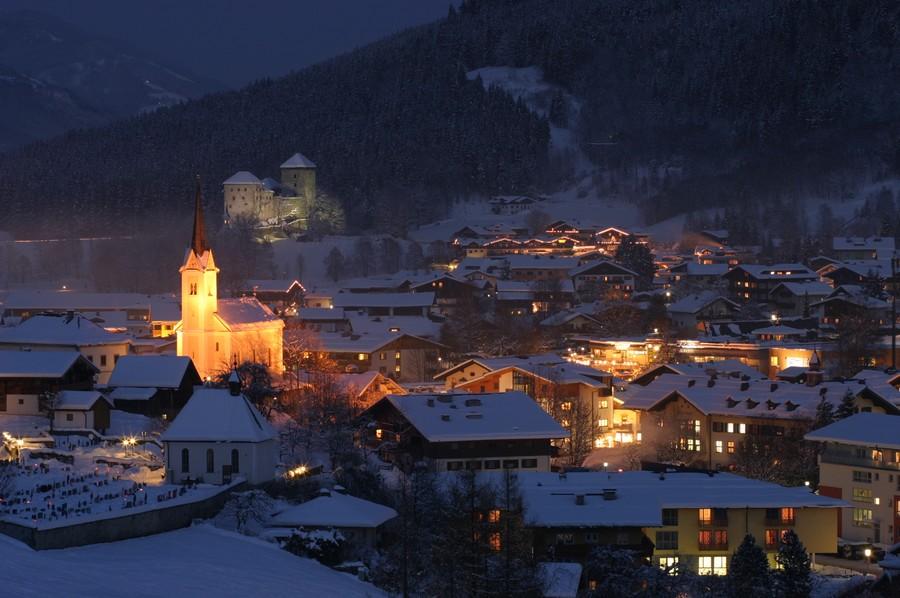 Kaprun at night in winter_low