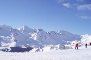 Lyžařské svahy v italských Dolomitech.