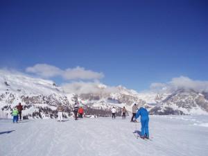 Široké a upravené sjezdovky, žádné fronty na vlecích, modré nebe, většinou slunečno, to je přání všech lyžařů. A v Itálii se většinou splní.