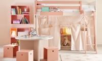 Pokojíček pro holčičku v módní růžové cukrátkové barvě.