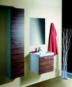 Kombinace minimalizmu a světlých povrchů zaručí optické zvětšení prostor. Vysoké úložné skříňky pak dostatek úložného prostoru.  Řada koupelnového nábytku Concept Cube nabízí jak zkrácené verze, tak i standardní velikosti.
