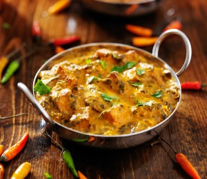 Exotické kuřecí  curry se žlutou čočkou je rychlý a chutný oběd nebo večeře.
