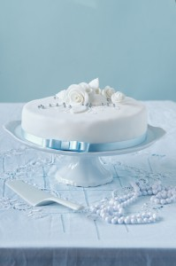 Jednoduchý svatební dort zvládne každý, kdo má s pečením aspoň trochu zkušeností.