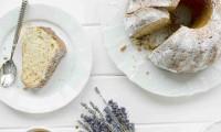 Citronovo-ořechová bábovka je jednoduchá a rychlá na přípravu a vynikající nejen ke kávě.