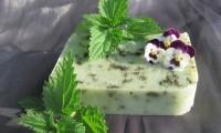 Na Bylinkofestu si můžete koupit také ručně vyráběná bylinková mýdla.