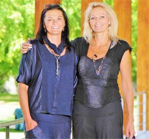 Ilona Donátová (vpravo) se svoji sestrou.