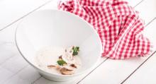 Chlebová polévka s houbami a sýrem Asiago stravecchio