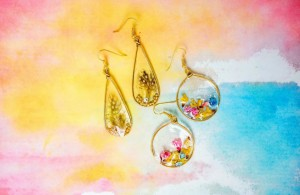 Šperky z křišťálové pryskyřice.